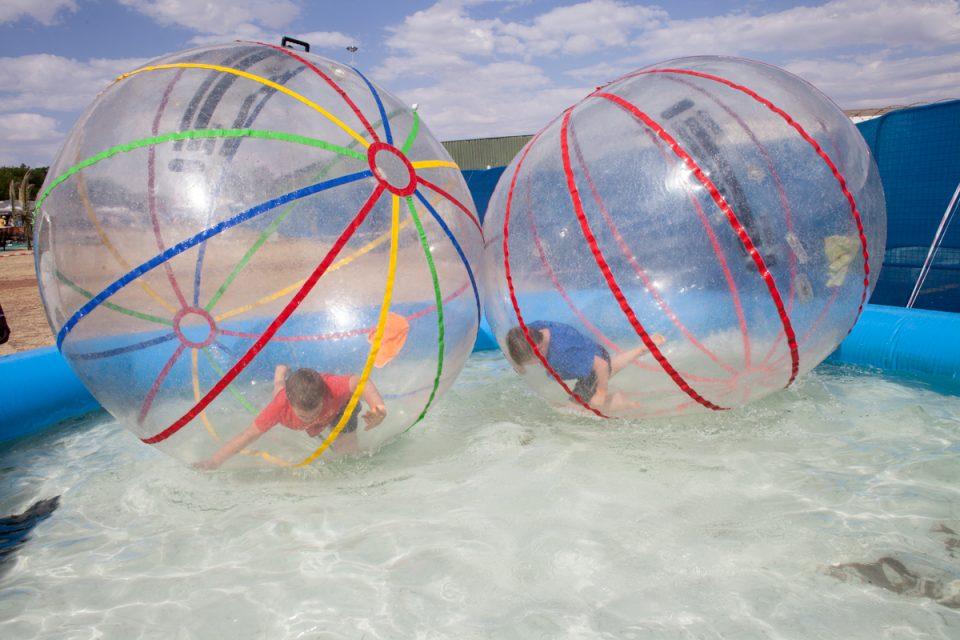 """Kids playing at theme park, Potchefstroom. Photograph by Sipho Mpongo from the """"Twenty Journey Project"""" - www.twentyjourney.com"""